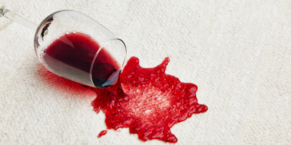 Как удалить застарелое пятно от вина на фото