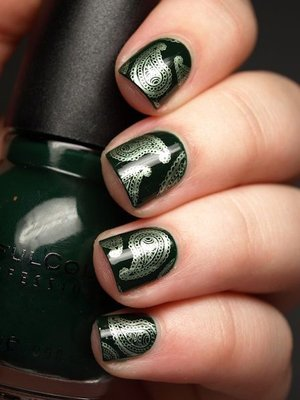 новогодний узор на ногтях