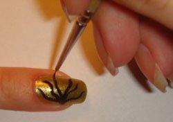 Нанесение на ногти самостоятельно
