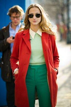 Сочетание красного пальто с одеждой