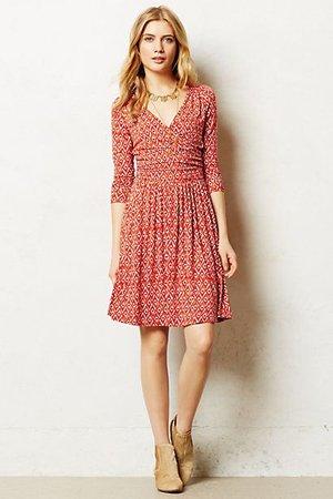Повседневное бордовое платье
