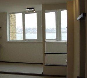 Полки между кухней и балконом