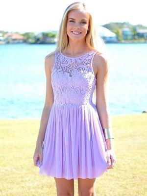 Сереневое платье с кружевом