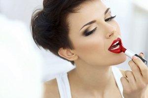 Красить губы