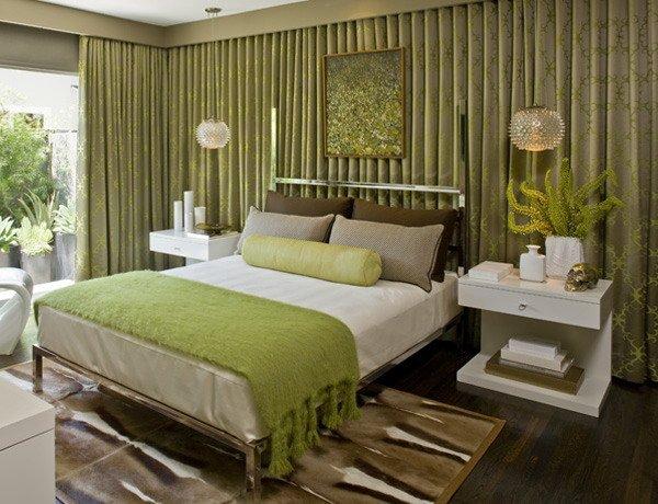 Сочетание зеленого и коричневого цвета в спальне