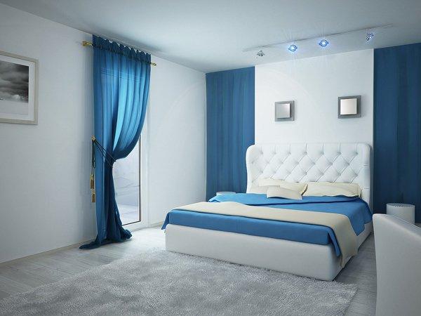 Белая спальня с голубым цветом