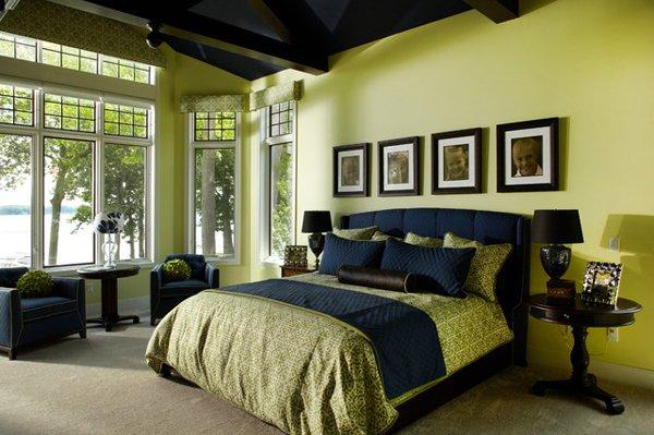 Сочетание зеленого и синего цвета в спальне