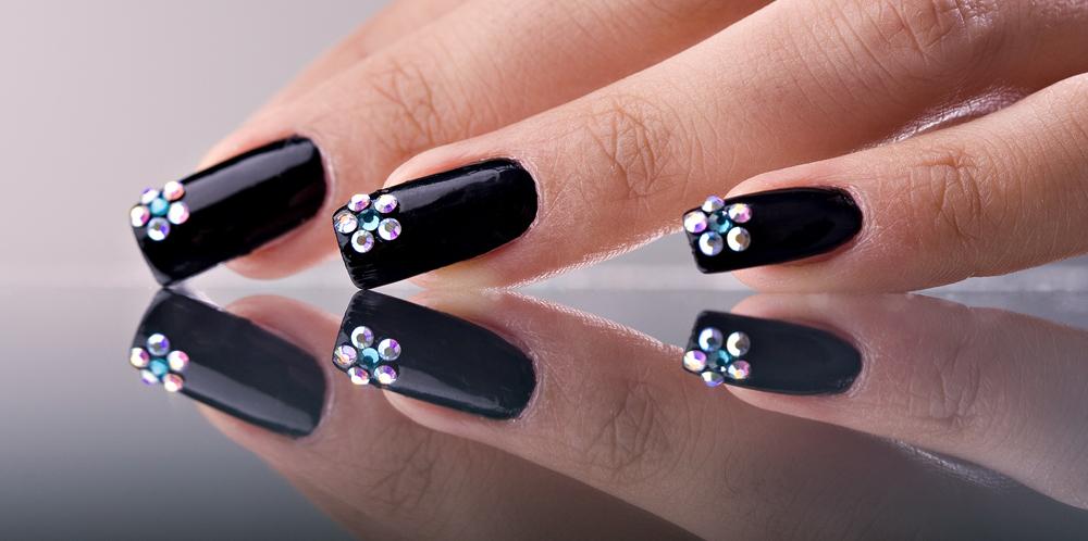 Дизайн ногтей на черном фоне