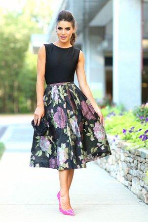 черная юбка с пионами