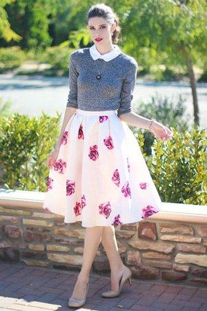 белая юбка с розами