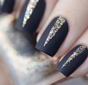 Черные ногти дизайн с серебром