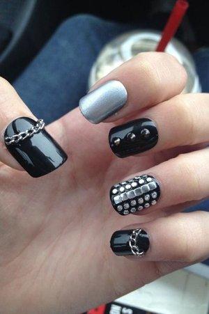 Черно-серый дизайн ногтей
