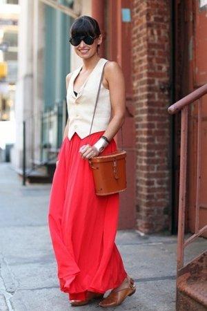 Красная юбка с жилеткой