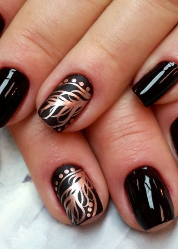 узоры на черных ногтях