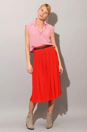 Красная юбка миди с розовым верхом
