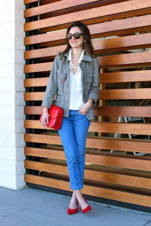Аксессуары к синим брюкам