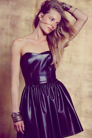Платье в дырочку
