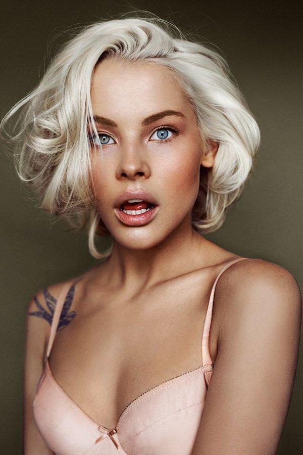 Платиновая блондинка