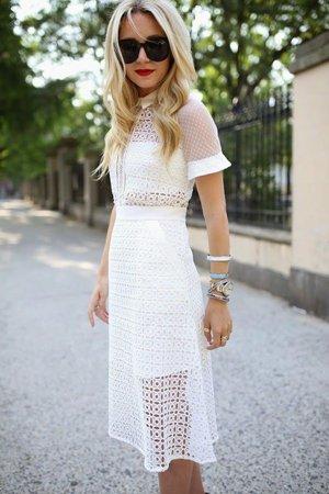 Белое платье с перфорацией