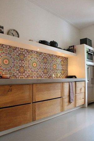 Отделка деревом кухни в марокканском стиле