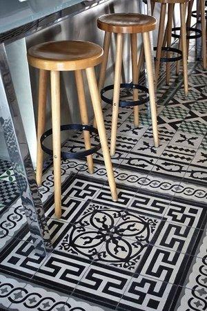 Фото марокканской мозайке на полу кухни
