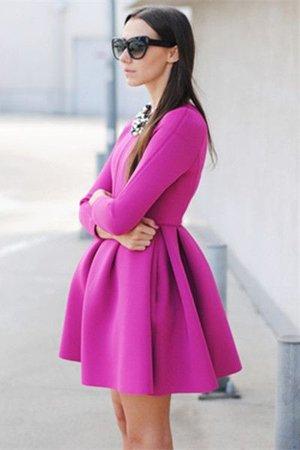 Неопреновое платье сиреневого цвета