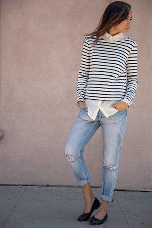 Джинсы с рубашкой и свитером