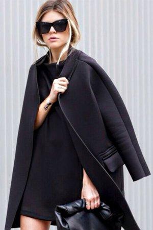 Пальто черное из неопрена