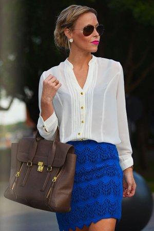 Белая рубашка с короткой юбкой