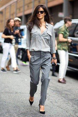 Серые брюки с серой рубашкой