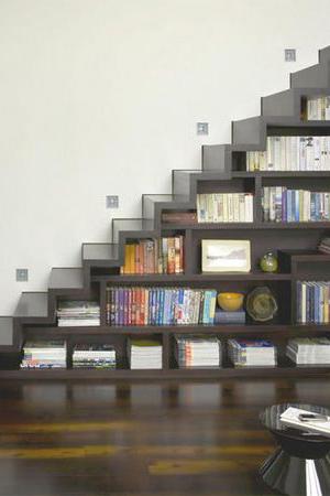Идея библиотека под лестницей