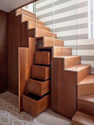 Места хранения под лестницей в доме