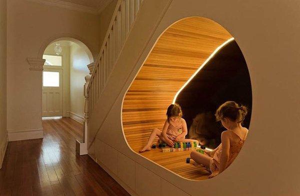 Зона отдыха для детей по лестницей