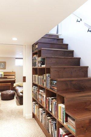 Библиотека в лестнице