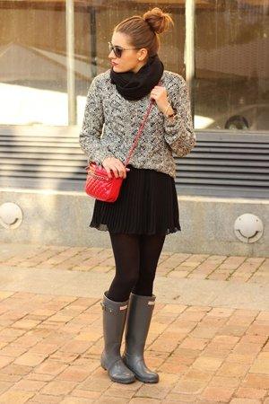 Сочетание крсного и серого цвета в одежде и аксессуарах