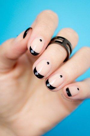 Дизайн ногтей под черное кольцо