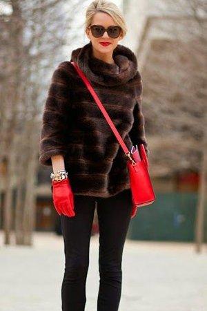 Шуба с красной сумкой