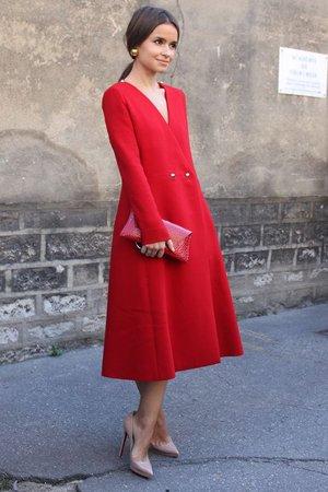 Мирослава Дума с красной сумкой