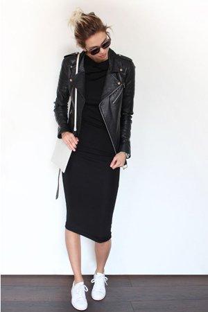 Черное платье с кожаной курткой