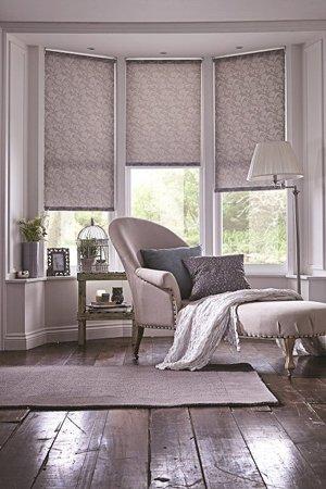 Эркер окна с рулонными шторами