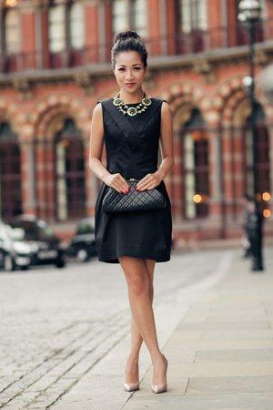 Черное платье с лодочками