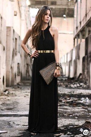 Клатч с черным платьем