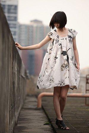 Белое бесформенное платье