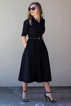 Черное платье с черным ремешком