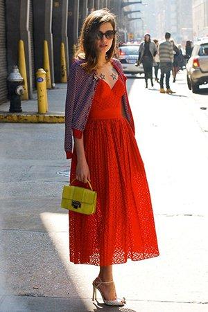 Кружевное платье миди