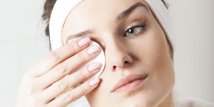 снятие макияжа с лица