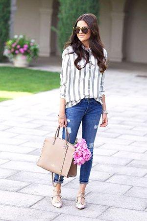 рубашка в полоску с джинсами