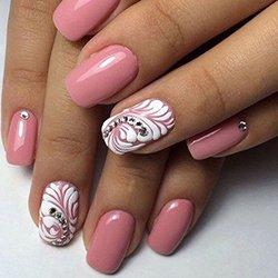 Фото идеи оформления ногтей стразами