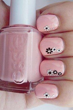 Стразы в виде цветов на ногтях