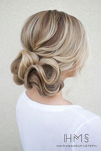 Романтическая прическа на средние волосы